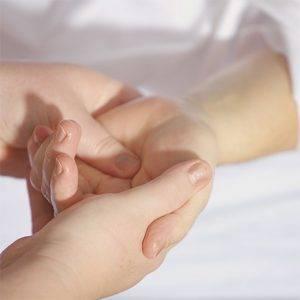 HAND RENEW Exfoliante e hidratante para manos Image